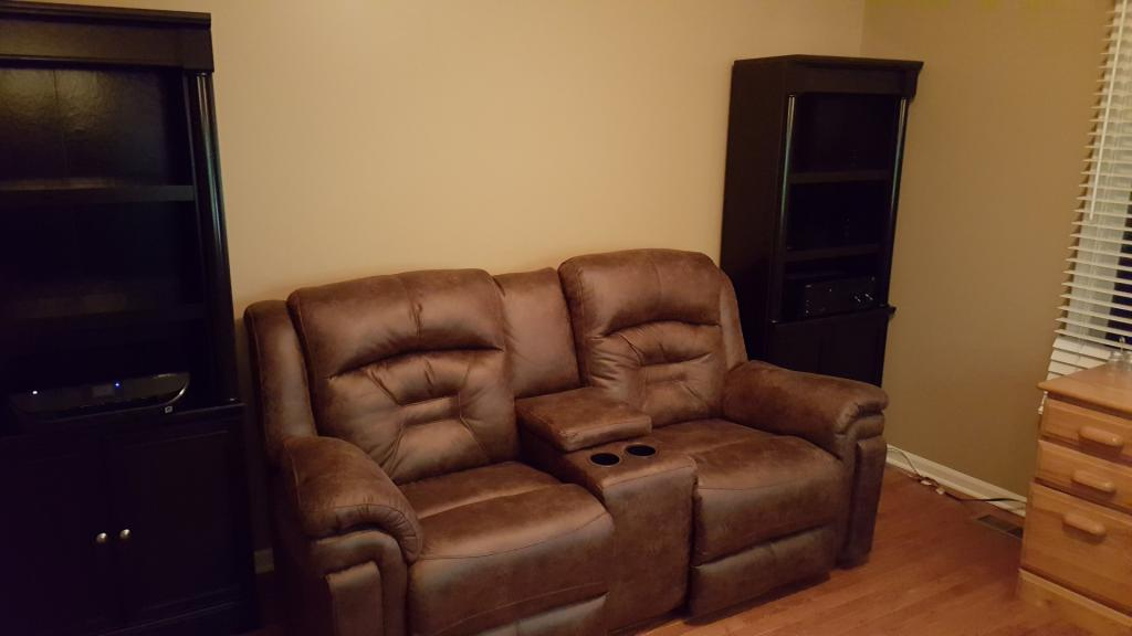 Click image for larger version  Name:Pic 4 Sofa.jpg Views:89 Size:42.1 KB ID:705858