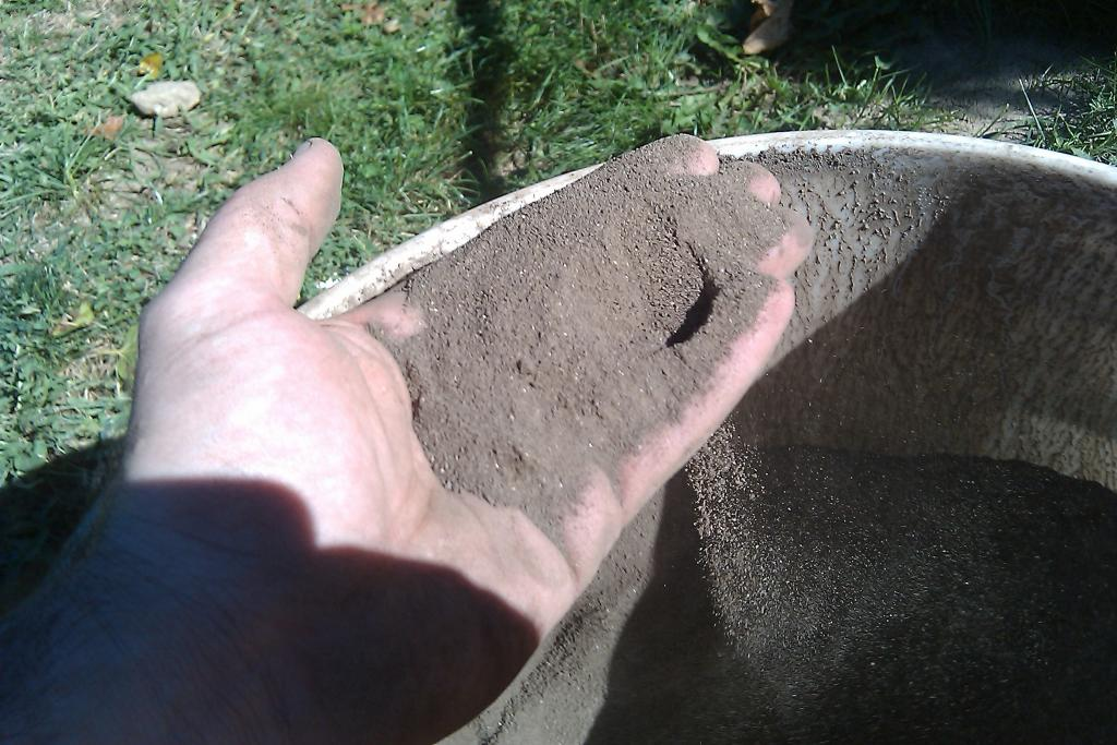 Click image for larger version  Name:topsoil 2.jpg Views:76 Size:121.4 KB ID:23668